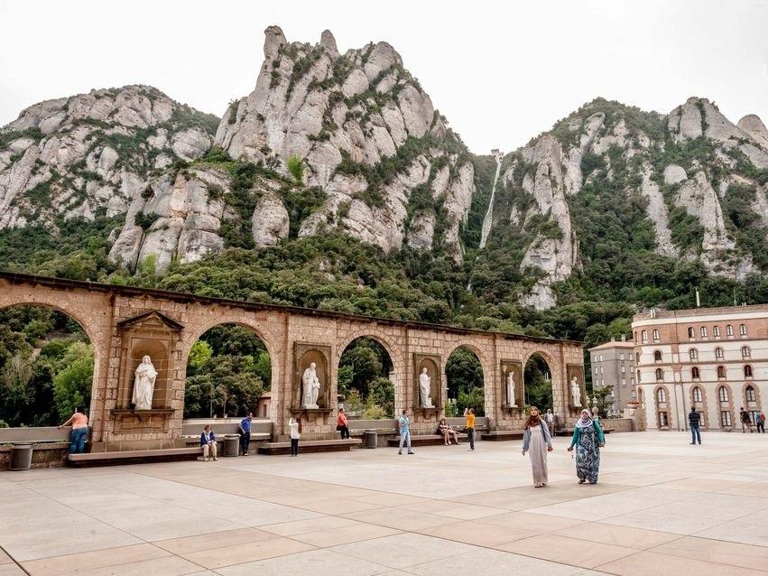 Madonna di Montserrat: dove mangiare e soggiornare